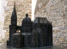 Miniatura del bronzo della cattedrale di Aquisgrana in Germania fotografie stock