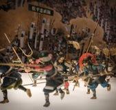 Miniaturas de soldados japoneses tradicionais em Osaka Castle fotografia de stock