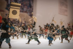 Miniaturas de soldados japoneses tradicionales en Osaka Castle foto de archivo