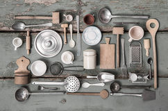 Miniaturas viejas del equipo de la cocina para la decoración Foto de archivo libre de regalías