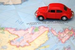 Miniaturautofahren auf eine Karte von Neufundland Kanada lizenzfreie stockbilder