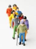 Miniature marchant très lente dans une ligne photos stock