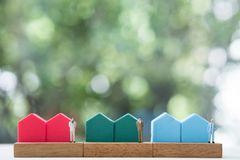 Free Miniature People Agent Sell Home Standing With Mini Home Royalty Free Stock Photography - 163613037