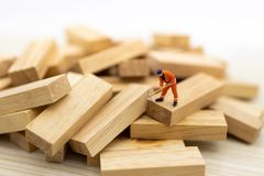 Miniature people : Workers are cleared of the problems of the wood that is unregulated, image use for solving problems, finding a. Solution, business concept royalty free stock photos