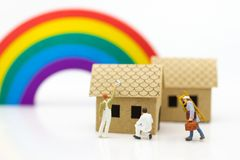 Miniature people: Workers are fix the roof. Image use for Constr. Uction business concept Royalty Free Stock Images