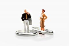 Miniaturleute - ein junges verheiratetes Paar stockbilder