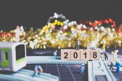Miniaturleutearbeitskraftgestaltholzklotz Nr. 2018 Stockfoto