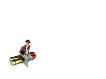 Miniaturmann, der auf AA-Batterie lokalisiert auf Weiß sitzt Lizenzfreies Stockbild