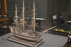 Miniaturowa łódź w muzeum obrazy royalty free