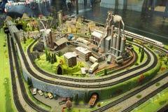 Miniaturowa scena mały miasto model przy Frankfurt dworcem w nadokiennym szkle Zdjęcie Stock
