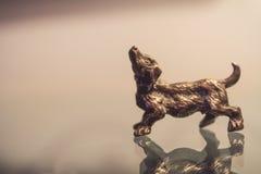 Miniaturowa srebro psa postać Zdjęcia Stock
