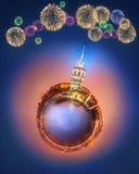 Miniaturowa Ziemska planeta z budynkami, przyciąganiami i fajerwerkami Istanbuł wszystkie, Fotografia Stock