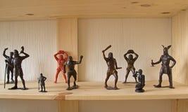 Miniaturowe zabawek postacie atakować wroga zdjęcia stock