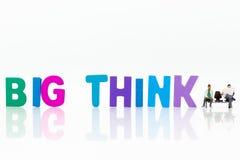 Miniaturowi ludzie: Biznesmen z tekst myślą DUŻĄ Wizerunku use dla pomysłu, biznesowy pojęcie Zdjęcia Stock
