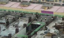 Miniaturowi pracownicy na budowie Obrazy Stock