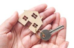 Miniaturowy dom z kluczem Fotografia Stock
