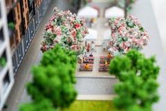 Miniaturowy model, miniatura zabawkarscy budynki, samochody i ludzie, Miasta maquette Fotografia Stock