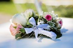 Miniaturowy posy róże z dekoracyjną szpilką Fotografia Stock