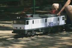 Miniaturowy replika pociąg reala pociąg w Hiszpania obrazy royalty free
