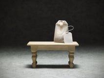 Miniaturowy stół z herbacianą torbą Fotografia Royalty Free