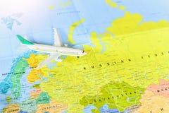 Miniaturpassagier-Flugzeug, das für Russland springt stockfotografie