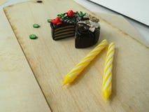 Miniaturpolymerlehmerdbeere und Kiwikuchen Lizenzfreie Stockfotos