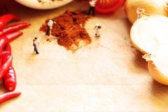 Miniaturpuppen machend würzig mit Raum für Text Stockfotos