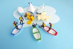 Miniaturspielwaren - der Draufsichtgiftmüll, der zum Meer entleert wurde, ergab Meeresflora und -fauna-Zerstörungs- und -Meeresve stockbild