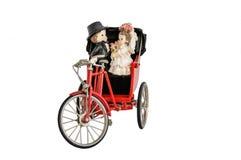 Miniaturstatue von netten Brautpaaren und von roter Weinlese Orientale Stockfotografie