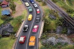 Miniaturyzuje zatłoczonego droga ruch drogowego z wiele samochodami w ulicie obraz royalty free