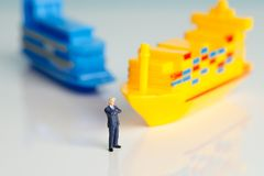 Miniaturzahlen eines erfolgreichen Geschäftsmannes Lizenzfreies Stockfoto