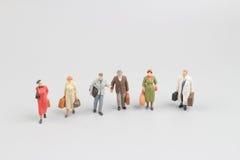 Miniatuur bedrijfsmensen aan boord stock foto