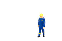 Miniatuur de arbeidersbouw van de menseningenieur op witte backgroun Stock Fotografie