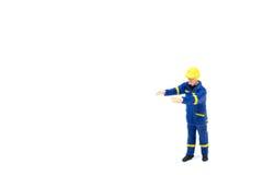 Miniatuur de arbeidersbouw van de menseningenieur op witte backgroun Royalty-vrije Stock Afbeeldingen
