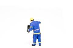 Miniatuur de bouwconcept van de mensenarbeider op witte achtergrond Royalty-vrije Stock Foto