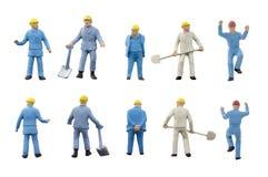 Miniatuur de bouwconcept van de mensenarbeider op witte achtergrond Royalty-vrije Stock Foto's
