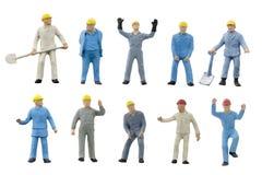 Miniatuur de bouwconcept van de mensenarbeider op witte achtergrond Stock Fotografie