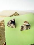 Miniatuur de chocoladecake van de polymeerklei op de lijst Royalty-vrije Stock Fotografie