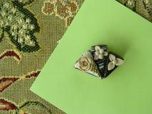 Miniatuur de chocoladecake van de polymeerklei op de lijst Royalty-vrije Stock Foto