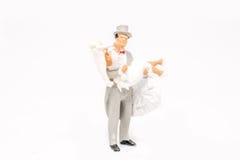 Miniatuur het paarreiziger van het mensenhuwelijk op achtergrond met spac Royalty-vrije Stock Afbeelding