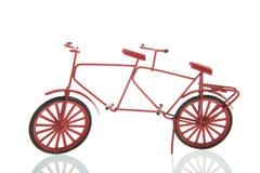 Miniatuur rode dubbele fiets stock fotografie