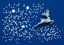 Miniatuur zilveren herten en placer van kleine zilveren sterren Royalty-vrije Stock Foto's