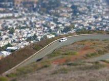 Miniatuurautoeffect weg boven huizen Stock Afbeeldingen