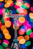Miniatuurcijfersballroom dansen op Wijnglazen Stock Foto