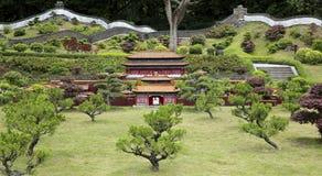 Miniatuurlandschap met grote muur China en yuantong tempel Stock Foto's
