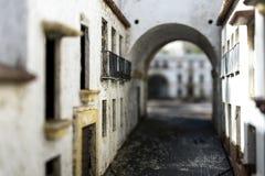 Miniatuurmodelstraat die tot een open plek leiden stock foto