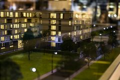 Miniatuurstad met de flatgebouwbouw stock foto's