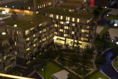 Miniatuurstad met de flatgebouwbouw royalty-vrije stock afbeeldingen