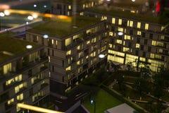 Miniatuurstad met de flatgebouwbouw stock afbeelding
