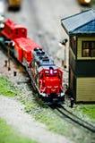 Miniatuurstuk speelgoed modeltreinlocomotieven op vertoning Stock Afbeeldingen
